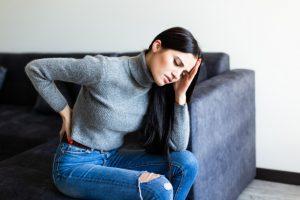 Mujer con dolor muscular producto del síndrome de Guillián-Barré