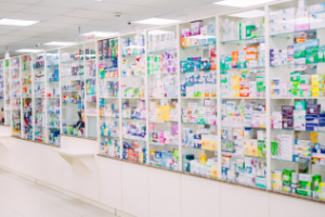 Estantes de una farmacia