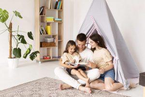 Pasar el tiempo en casa en familia