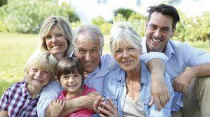 Familia contrata seguro de decesos